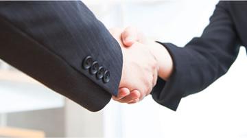 写真:握手の様子