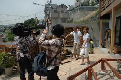 写真:広島テレビ:テレビ派 お宅拝見 「焼き杉の家」放映