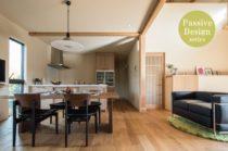 屋根一体型ソーラーパネルを搭載した環境にも健康にもやさしい和モダンパッシブ・デザインハウス