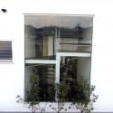 外から見た階段部分の窓