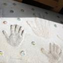 玄関前の手形