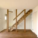 1階 玄関とリビング階段