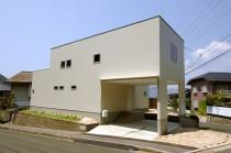 広島市佐伯区 オーダーキッチンが主役の、シンプルな白で統一したすっきりインテリアの家【長期優良住宅】