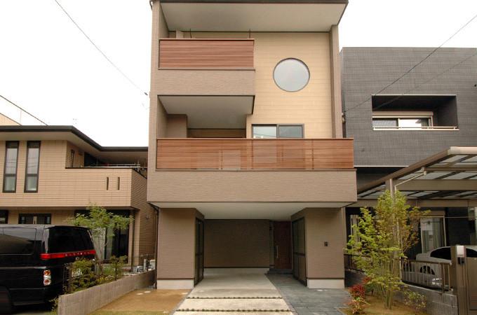 広島市南区 新しい3階建てのカタチ・エコな木の家